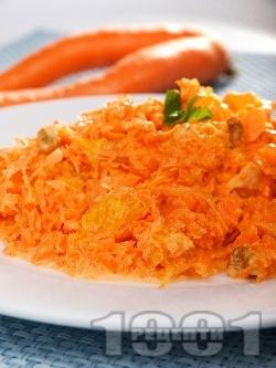 Салата от моркови, портокал, орехи и майонеза - снимка на рецептата